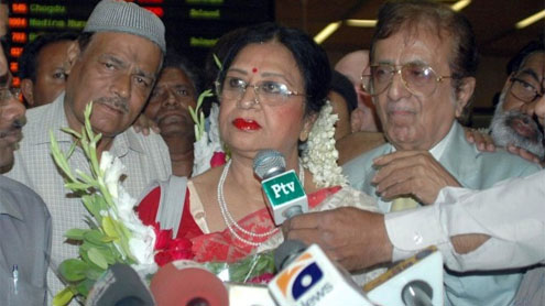 Legendary film actress Shabnam arrives in Pakistan