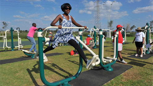 Outdoor gyms fight fat