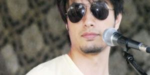 Man snatches Dadasaheb Phalke Academy Award from Ali Zafar