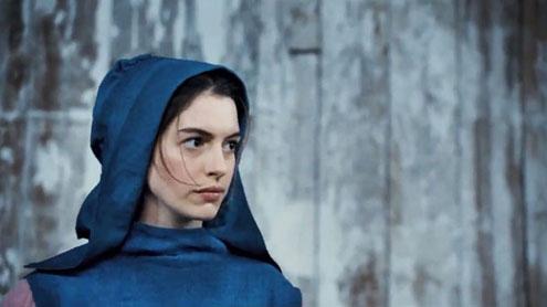 "Anne Hathaway sings in ""Les Miserables"" trailer"