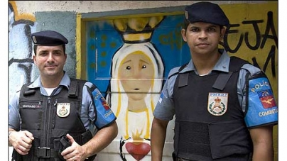Brazil police detain American tourist who tried to leave without paying for drinks and hotel