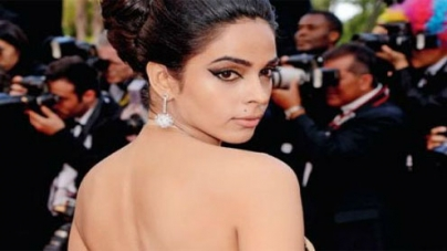 Mallika Sherawat goes backless at Cannes