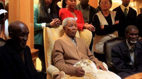 Mandela makes rare appearance on television