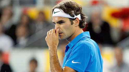 Federer edges Raonic, Nadal thrashes Davydenko