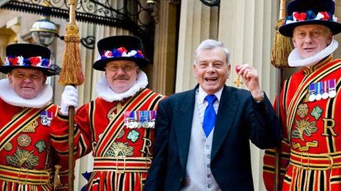 Umpire Bird honoured at Buckingham Palace