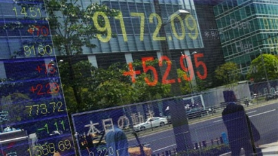 Euro, stocks, oil slump on Greek uncertainty