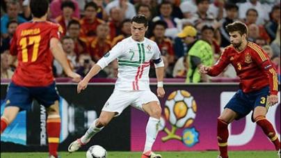 Fabregas sends Spain into Euro 2012 final
