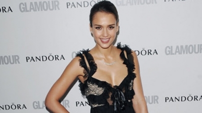Jessica Alba lovely in lace