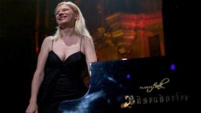 YouTube piano sensation makes London debut