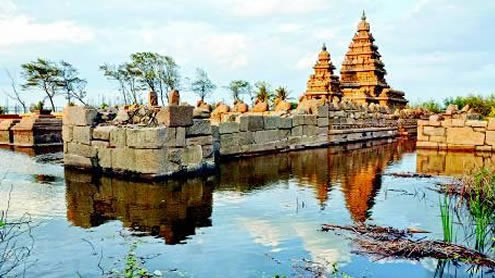 Giant waves flood shore temple in Mamallapuram