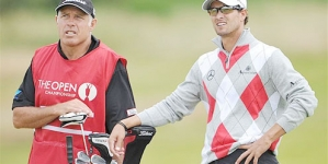 The Open 2012: Adam Scott takes early lead as major rivals Tiger Woods and Rory McIlroy line up behind him
