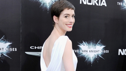 Anne Hathaway angelic on red carpet