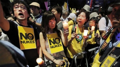 Anti-nuclear protesters surround Japan parliament