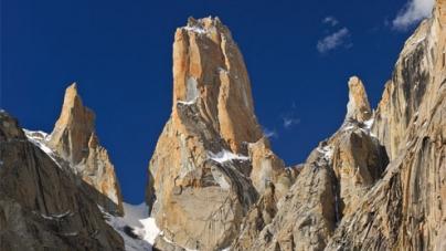 Iranian climbers scale 'dizzy heights'