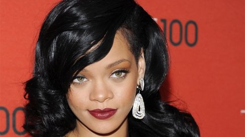 Rihanna sues ex-accountants for millions in losses
