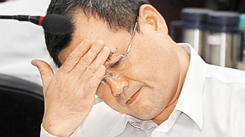 Top Taiwan official admits taking millions in bribes