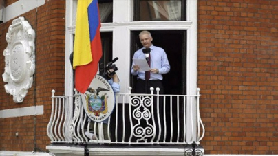 Assange speaks from Ecuador embassy balcony, slams U.S. 'witch hunt'