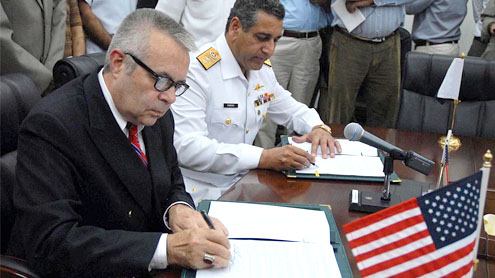 Pakistan-US sign MoU to regularize NATO supplies