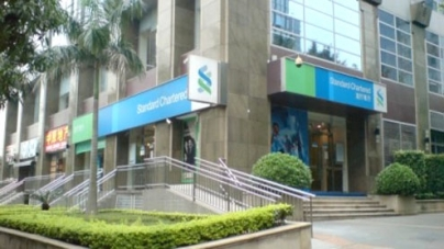 Standard Chartered shares plunge on laundering charges