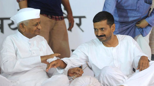 India Against Corruption: Team Anna eyes 2014 polls, to call off fast today