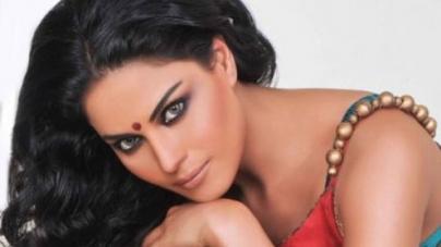 Veena celebrates Hindu rite of 'Dahi Handi'