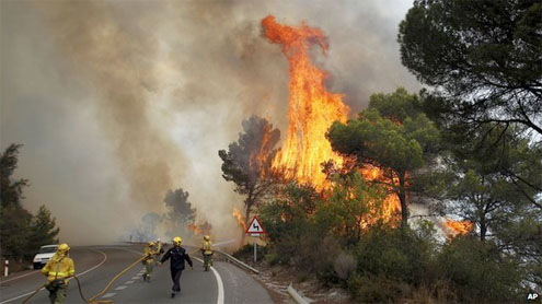 Firefighters battle huge blaze near Marbella in southern Spain
