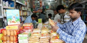 India opens retail to global supermarkets