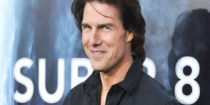 Tom Cruise mobbed by female fans in Croatia