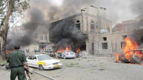 Yemen's defense minister escapes car bomb; 12 die