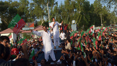 Imran Khan hails commitment of youth at Tank rally