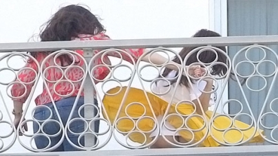 Kourtney Kardashian showing her skimpy underwear while dancing on balcony