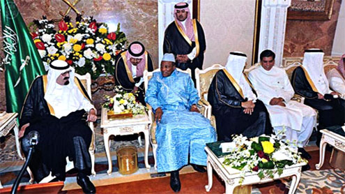 PM holds informal talks with Saudi king