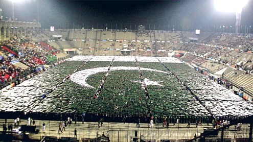 Pakistani youth break largest human flag, mosaic records