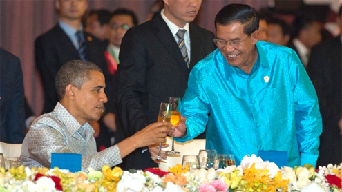 Obama meets with Cambodias longtime strongman