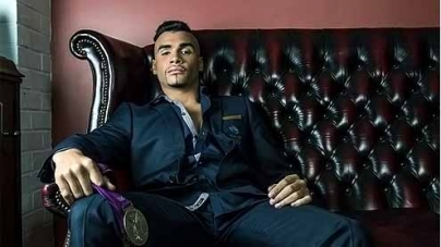 Strictly Fans Get a Christmas Treat As Gymnast Shows Off That Olympic Body For 2013 Calendar