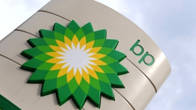 U.S. bans BP from new government contracts after oil spill deal