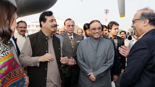 Zardari acts to regain trust of estranged Gilani
