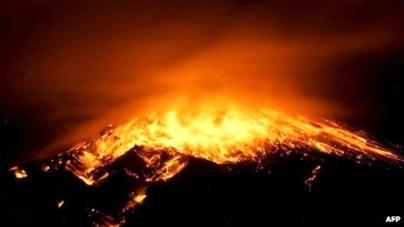 Explosions at Ecuador's Tungurahua volcano