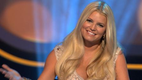Jessica Simpson reveals her new pregnancy curves in swimsuit and kaftan