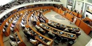 Kuwait emir denounces protests