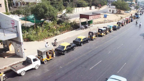 Long queues at CNG stations cause gridlocks