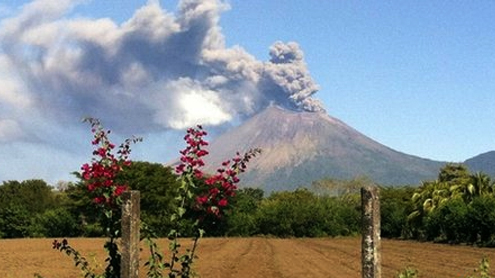 Nicaragua volcano: Hundreds flee San Cristobal eruptions