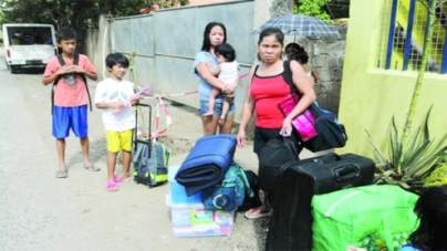 Thousands flee as typhoon blows into Philippines