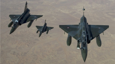 French jets bomb major Malian city in north