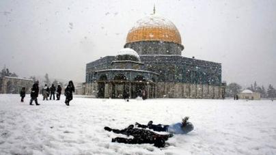 Heavy snowfall turns Holy City white