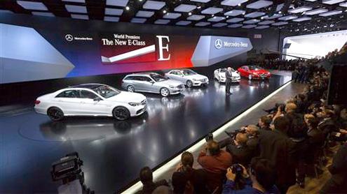 Luxury models dazzle Detroit auto show
