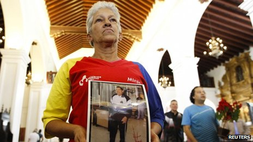 Venezuelan cabinet attends mass for Chavez's recovery