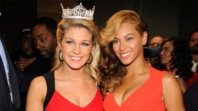 Beyonce Knowles Poses With Miss America At Super Bowl Junket