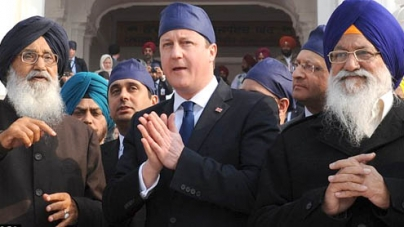 David Cameron goes barefoot to pay respect at Golden Temple of Amritsar