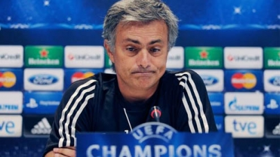 Soccer-World waiting for Real v Man United clash, says Mourinho